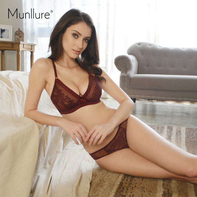 599c960ff2 Munllure Sexy ultra-thin three-dimensional embroidery lace comfortable  triangle cup bra set