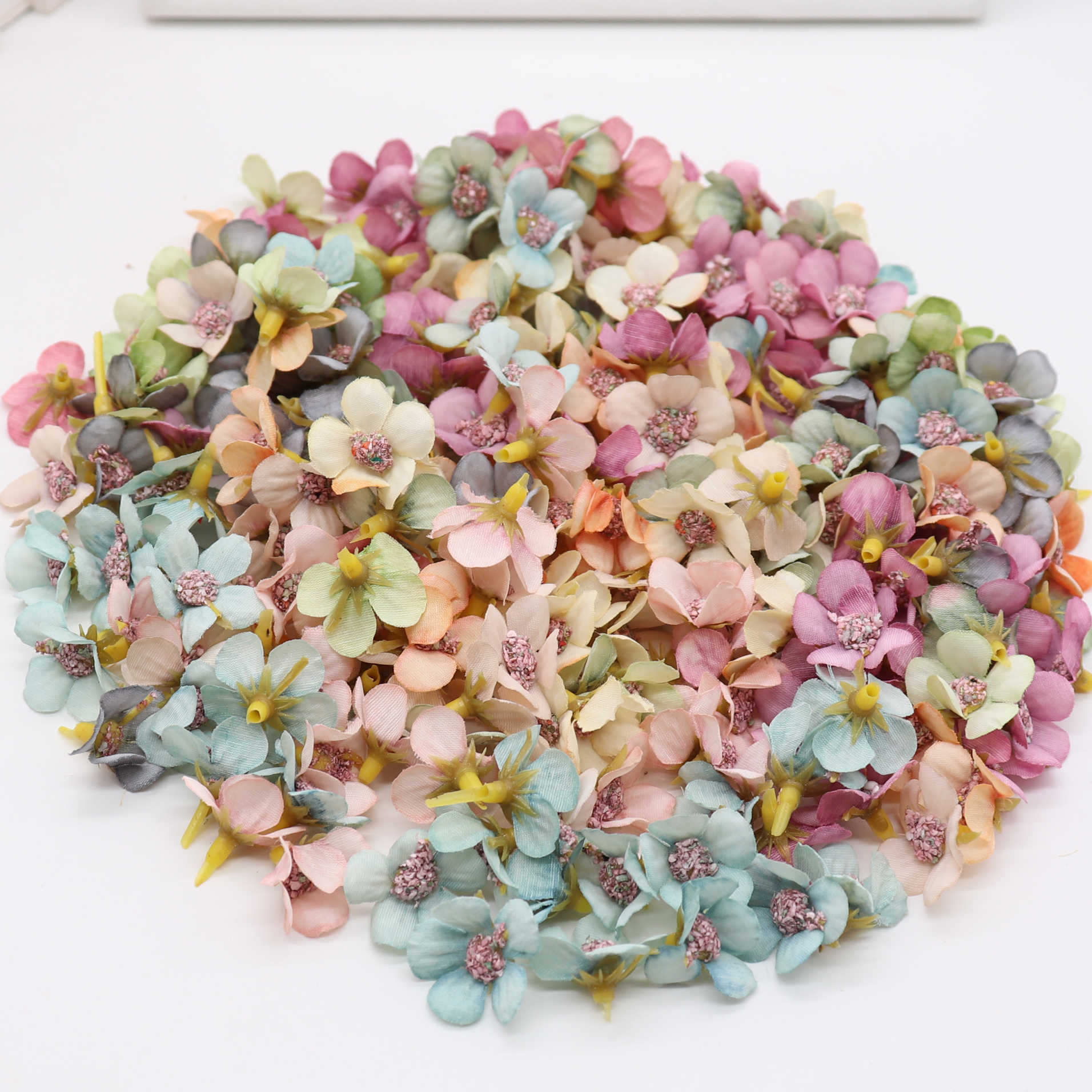 50Pcs 2cm Multicolor Daisy Flower Heads Mini Silk Artificial Flowers for Wreath Scrapbooking Home Wedding Decoration