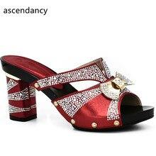 Женские свадебные туфли Красного цвета со стразами; Высококачественная обувь в африканском стиле; Пикантные женские туфли с открытым носком; Итальянские женские свадебные туфли лодочки
