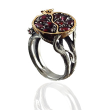 цена на Vintage Round Gold Color Natural Red Garnet Ring Crystal Rhinestone Stone Leaf Pomegranate Jewelry Rings for Women