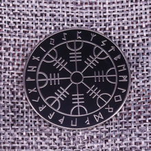 Mágicas rúnico Pin Emblema Do Elder Futhark runas Wicca Norse Viking Broche Jóias Mitologia Antiga Asatru(China)