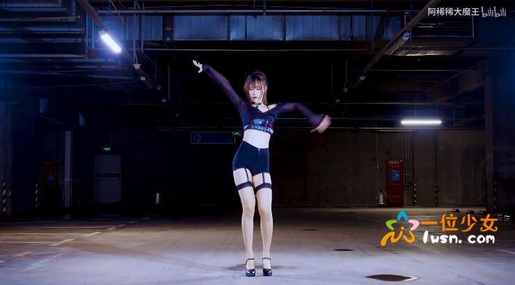 【舞蹈视频】好身材有料的妹子@阿稀稀大魔王,吊带长筒丝袜停车场跳韩舞《Rumor》_图片 No.2