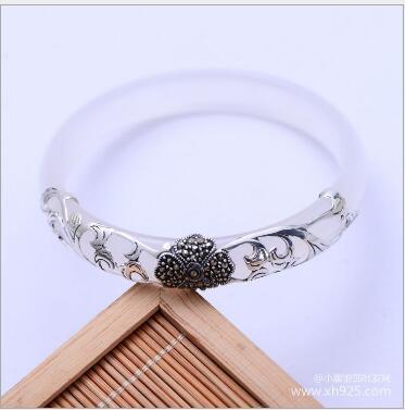 Exquisite bracelet white green flower bracelet size 56 mm - 58 mm can choose charm female styles