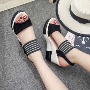 Image 4 - 女性ウェッジサンダル夏厚底靴の女性レジャースタイルハイヒールプラットフォームオープントゥ快適な女性靴SH030506