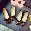 Leopardo de primavera Y Otoño Pisos en Mujeres Talón Zapatos Planos Mocasines de Cuero Zapatos Casuales de la mujer Bowtie Flock Slip En Damas Zapatos
