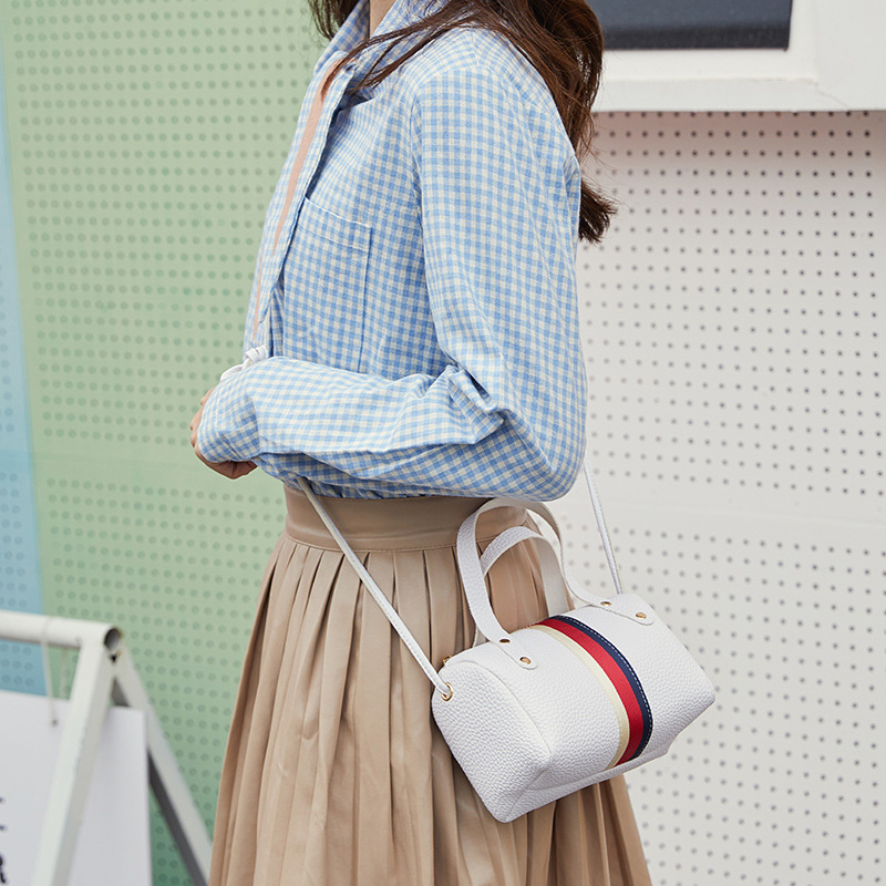 Simple shoulder bag 1