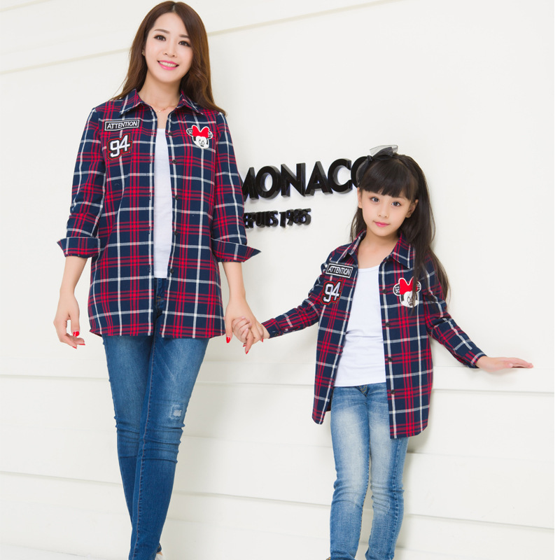 Family matching clothes mother daughter mom mommy and me clothes girl women long sleeve shirts couple wear family look outfits 2017 autumn winter cotton long sleeves girl mom women children sweater family look matching clothes mother and daughter sweaters