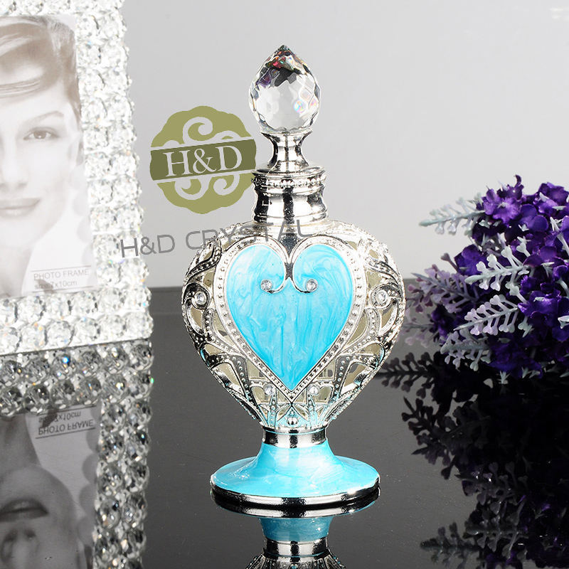 New style Retro metal Good Taste Collection Glass Metal Heart  Beautiful Adornment crafts  Easy Fill  Perfume Bottle retro tinplate metal motocross models collection classic handmade arts and crafts dirt bike model