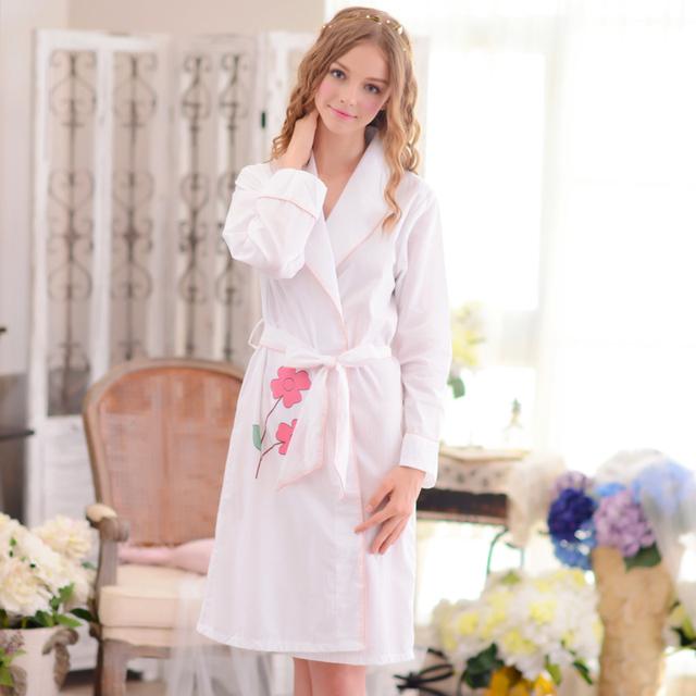 Outono 2017 Novas Mulheres Roupões de Banho de Algodão Puro Longo-Sleeved Sleepwear Doce Bonito Na Altura Do Joelho-Comprimento Robe Branco E Rosa princesa Pijama