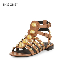 New Spikes Women Gladiator Sandals Rivet Metal Decoration Summer Shoes Women Studded Flats Sandal Peep Toe Buckles Zapatos Mujer