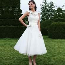 Бальное платье вырез лодочкой без рукавов с аппликацией белые