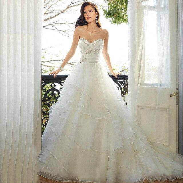 vestido de novia de princesa fruncido con escalonado y escote en v