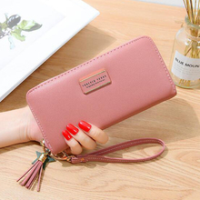 Womens hand holding wallet 2019 new female students Korean version of the tassel zipper multi-function long section large capac