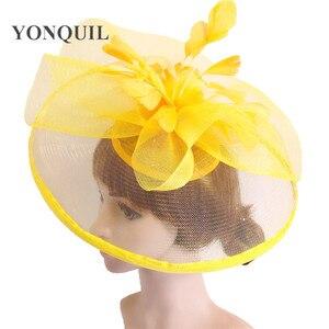 Image 2 - Żółty z kwiatami i piórami Fascinator ślubny klips do włosów i opaski zimowe Party royal ascot Bridal Church show Hat świetna jakość