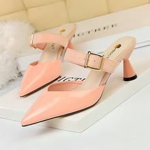 купить 2019 Brand High Heels Slippers Pointed Toe Shoes for Women Slip-On Designers Summer Party Wedding Pumps Ladies Block Heel Shoes по цене 562.95 рублей