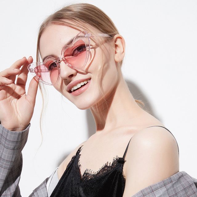 1aec1d8609 MINCL  2018 New Love Heart Sunglasses Women glittery Frames Sun glasses For  Female Hot Shiny