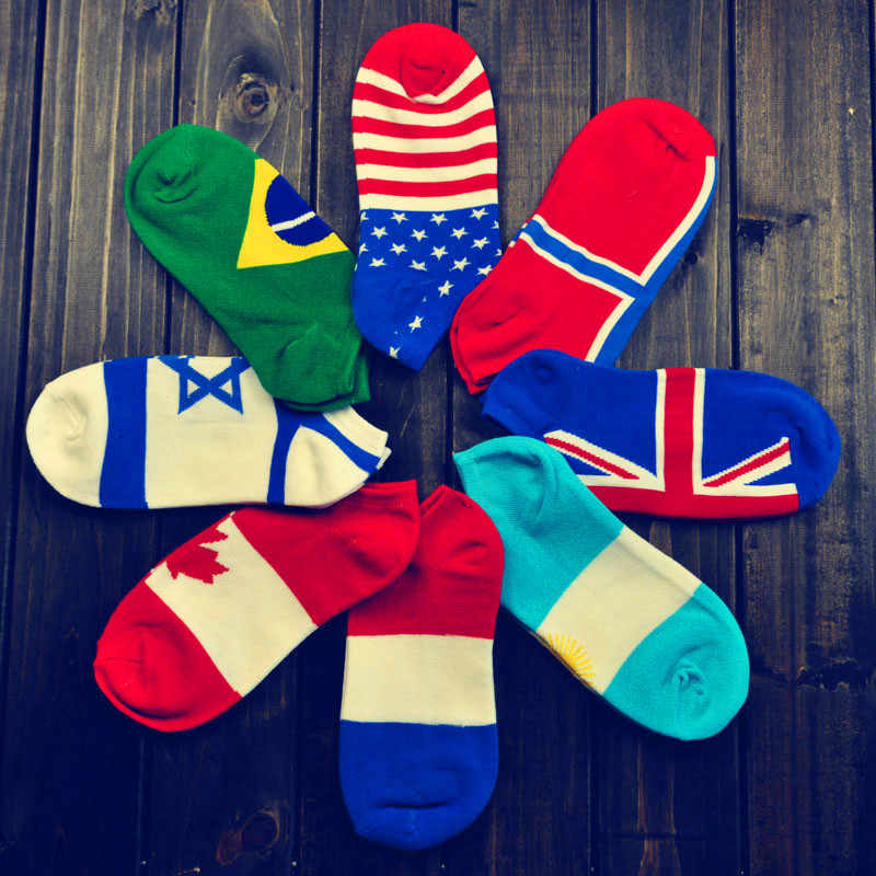2pcs=1pair/lot Men Ankle Socks The Art Abstract Painting Pattern Cotton Socks Retro Countries Flag Design Calcetines Hombre NW08