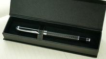Получить скидку Творческий углеродного волокна стержень вращающийся металлический шариковая ручка Подарочная коробка Crystal Case металлическая ручка шариковая ручка канцелярские