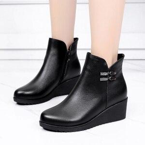 Image 2 - GKTINOO 2020 hakiki deri sıcak kışlık bot ayakkabı kadın yarım çizmeler kadın takozlar kadın çizme platform ayakkabılar