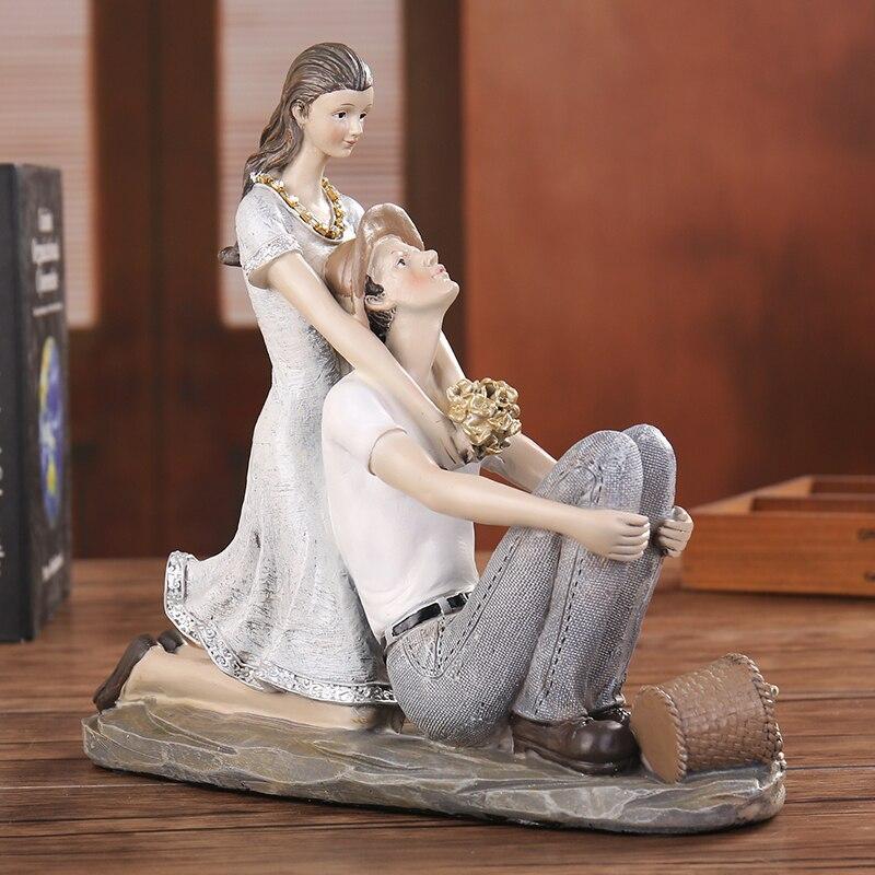 Campagna Romantic Coppia Statue In Resina Data Lovers Figurine Famiglia Ornamento Del Mestiere di san valentino Regalo di Giorno per la Decorazione di Nozze-in Statue e sculture da Casa e giardino su  Gruppo 1
