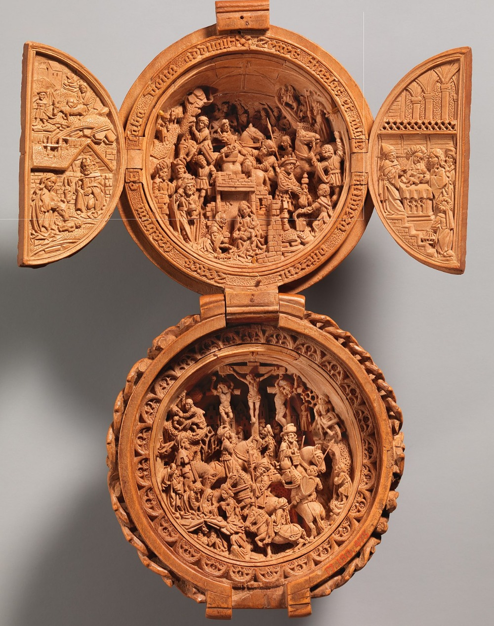 1280px-Prayer_Bead_with_the_Adoration_of_the_Magi_and_the_Crucifixion_MET_DP371962