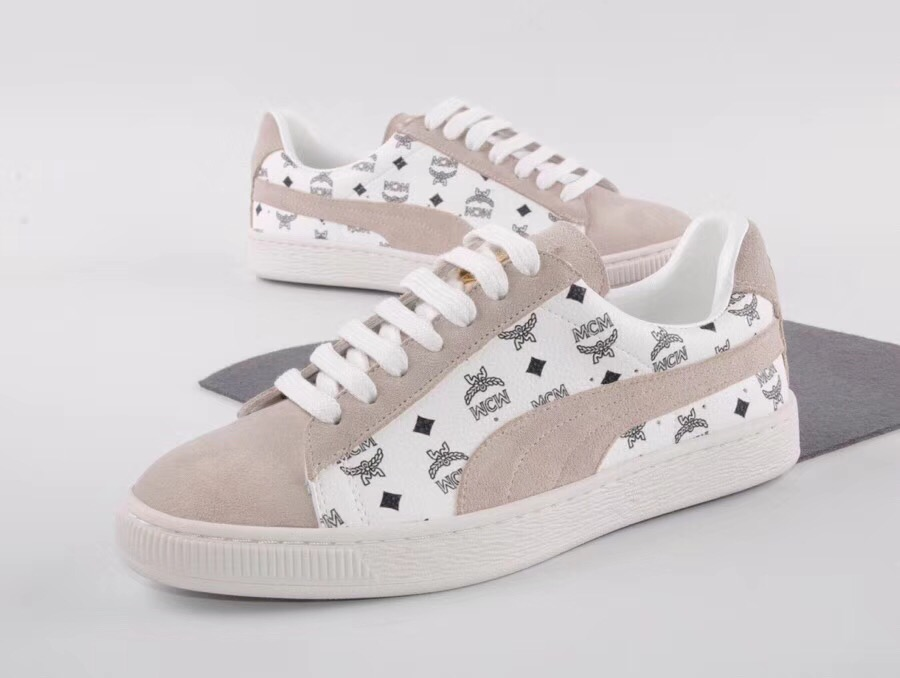 8a0a48c430d5 PUMA FENTY Suede Cleated Creeper Women s First Generation Rihanna Classic  Basket Suede Tone Simple Badminton Shoes