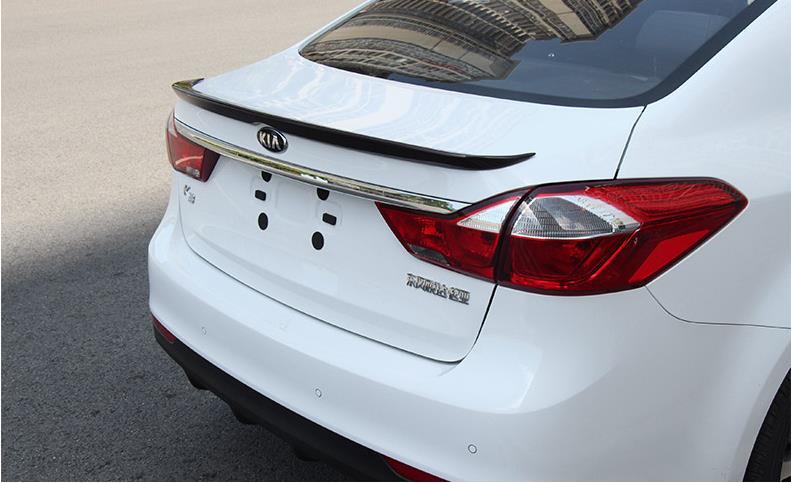 Différentes couleurs ont peint l'aile de becquet de coffre arrière de voiture de sport d'abs pour la nouvelle KIA K3 2016, aucun perçage nécessaire