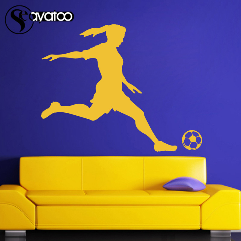 Voetbal Speler Meisje Vrouw Vinyl Muursticker Decal Sport Mural Decor 87x110 cm 1