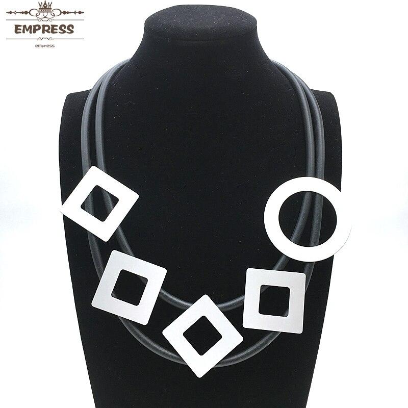 Kaiserin Schmuck Frauen Anspruch Glücklich Zu Sein In Ihre Zubehör Mit Platz Runde, Doppel-layered Vintage Aluminium Schaum Halsketten Bequem Zu Kochen