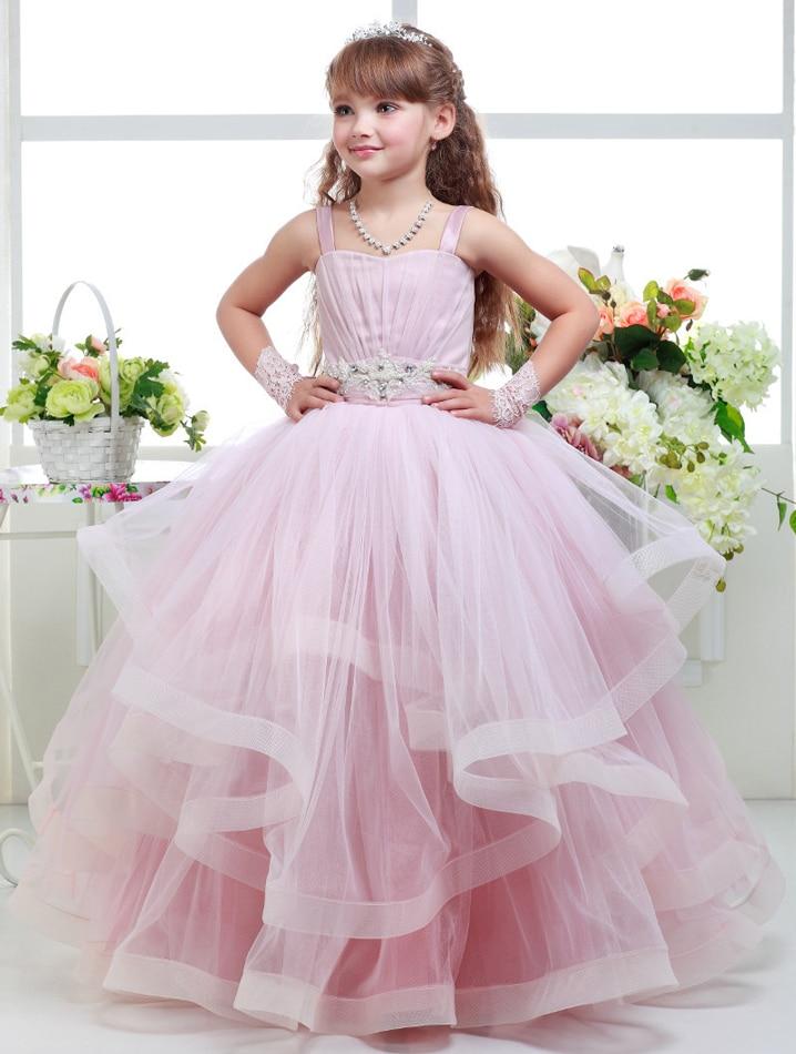 Картинка девочки в бальных платьях