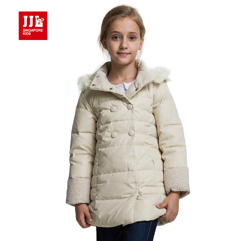 Urban styling, versatility and maximum protection from wet and cold all in one, this H2No® Performance Standard 3-in-1 parka for girls has a waterproof shell with a pile-lined hood and a zip-out jacket insulated with fill-power Recycled Down (duck and goose down reclaimed from down products).