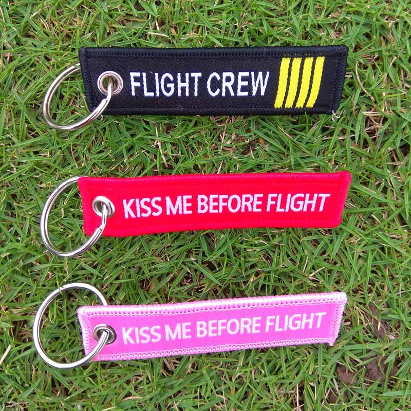 100pcs Kiss Me Before Flight Keychains 7.7*2cm Label Red Key Ring Luggage Tag Chain for Aviation Gifts Car Keychain Women