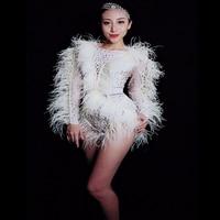 Белый Сияющий жемчуг кристаллы перья с длинным рукавом боди Женский концертный костюм для ночного клуба Сексуальная сценическая одежда та