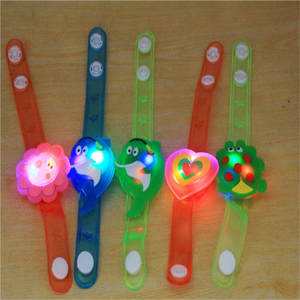 2018  High Quality Multicolor Light Flash Toys Wrist Hand Take Dance Party Dinner Party Gift For Kid LED Random ColorLamps Light