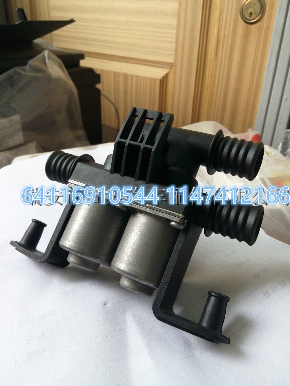 Free shipping wholesale new Heater Control Valve for BMW X5 E53 E70 F15 X6 E71 F16 4.4i 4.8i 35iX 40iX 64116910544 warm water valve for bmw e70 x5 e53 e71 x6 oem 64116910544 1147412166 heater control valve