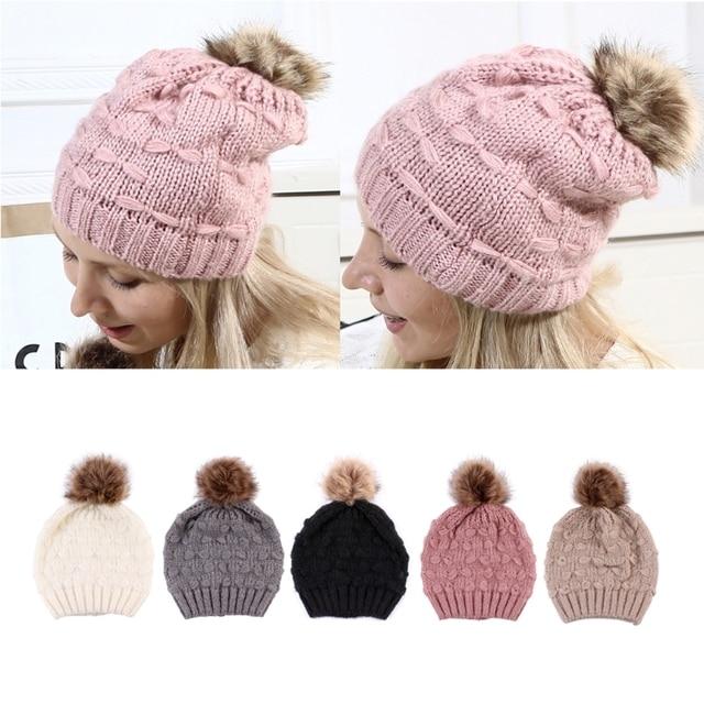Moda gorra de piel Pom Poms sombrero de invierno femenina mujer chica  sombrero de punto gorros e710bf4a8a2