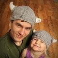 Engraçado Lã Malha Beanie Do Bebê Crochet Horned Palco Headwear Chapéus Fotografia Adereços Cinza Cor do Terno Para A Menina Menino Pai-Filho criança