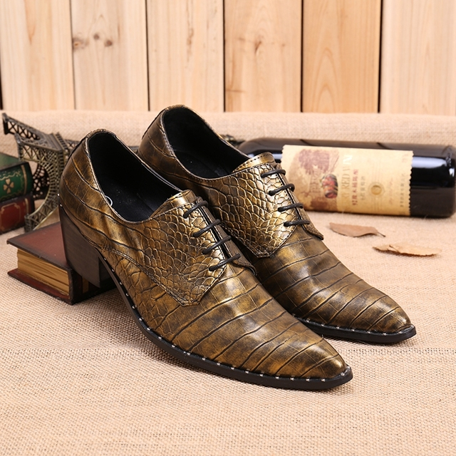 Stile britannico hair stylist uomini scarpe di cuoio tacchi alti in pelle  goffrata mocassini oro vestito 0e2b00d0162