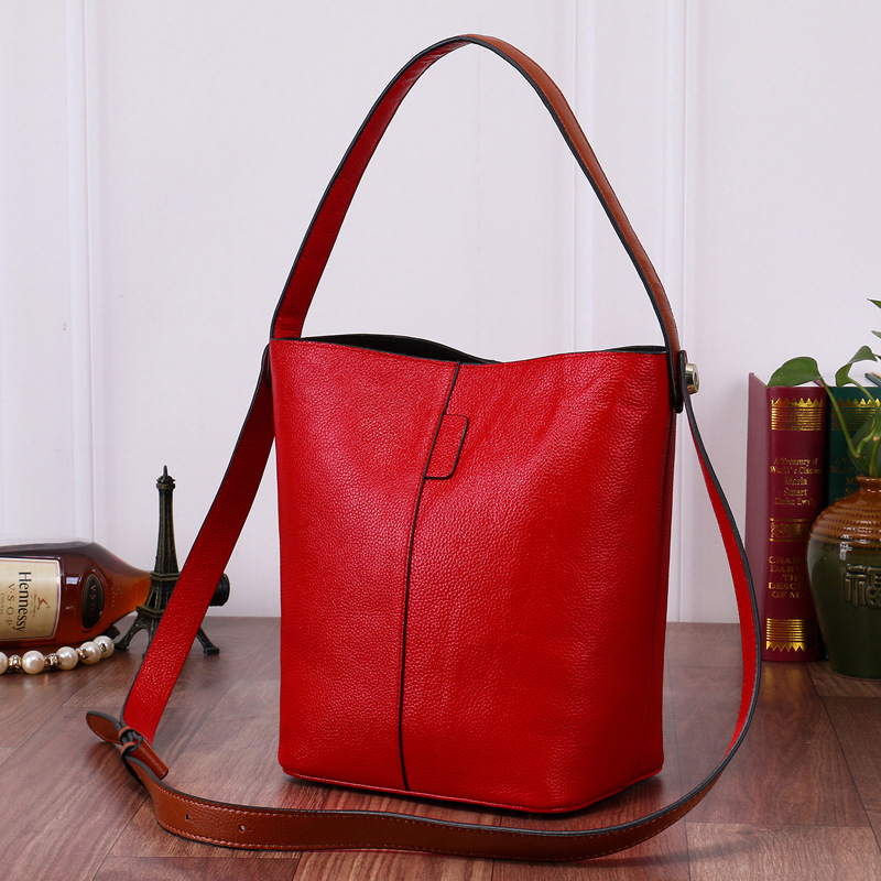 100$ Soft Genuine Leather Women HOBO Bag Cowhide Leather Shoulder Work Handbag Women Bucket Bag Chain Purse Elegant LY16