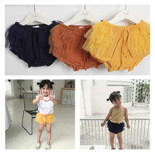 купить summer kids shorts for girls skinny lace linen knickers baby elastic waist girls lovely ruffle icing shorts children clothes по цене 896.21 рублей