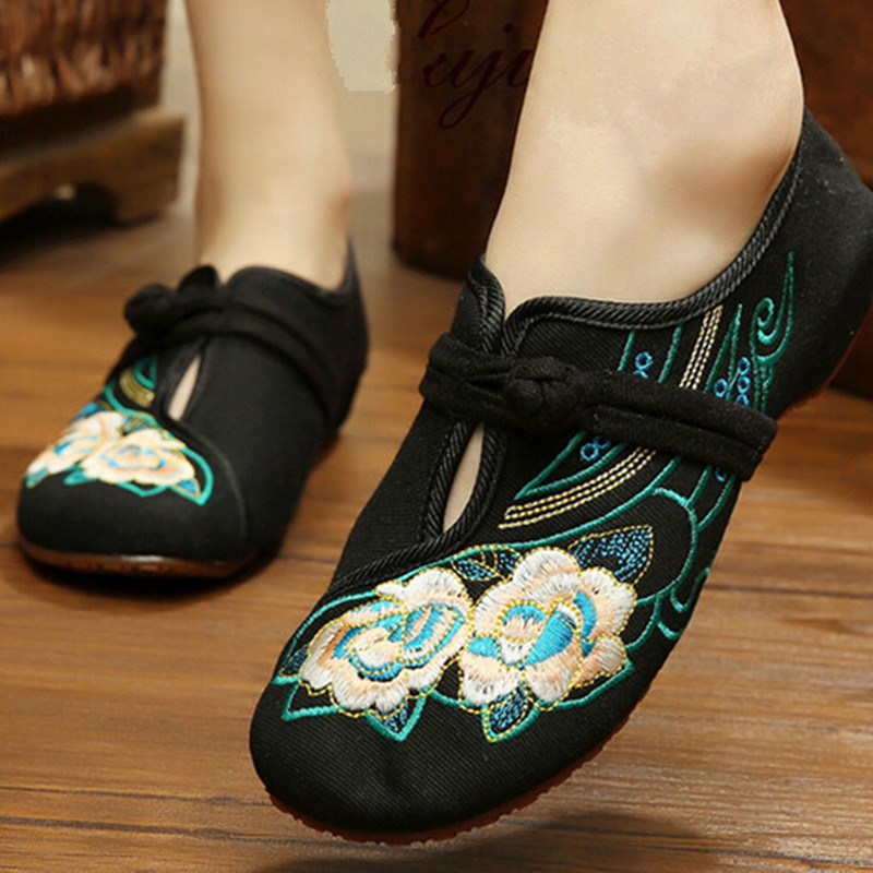 Beijing traditional flavor floral embroidered women cansual shoe with Chinese button invisible wedges breathable shoe