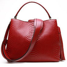 women Genuine Leather bag Fashion crocodile pattern black red hand Bag 2018 tassel Women Female crossbody Shoulder Bags