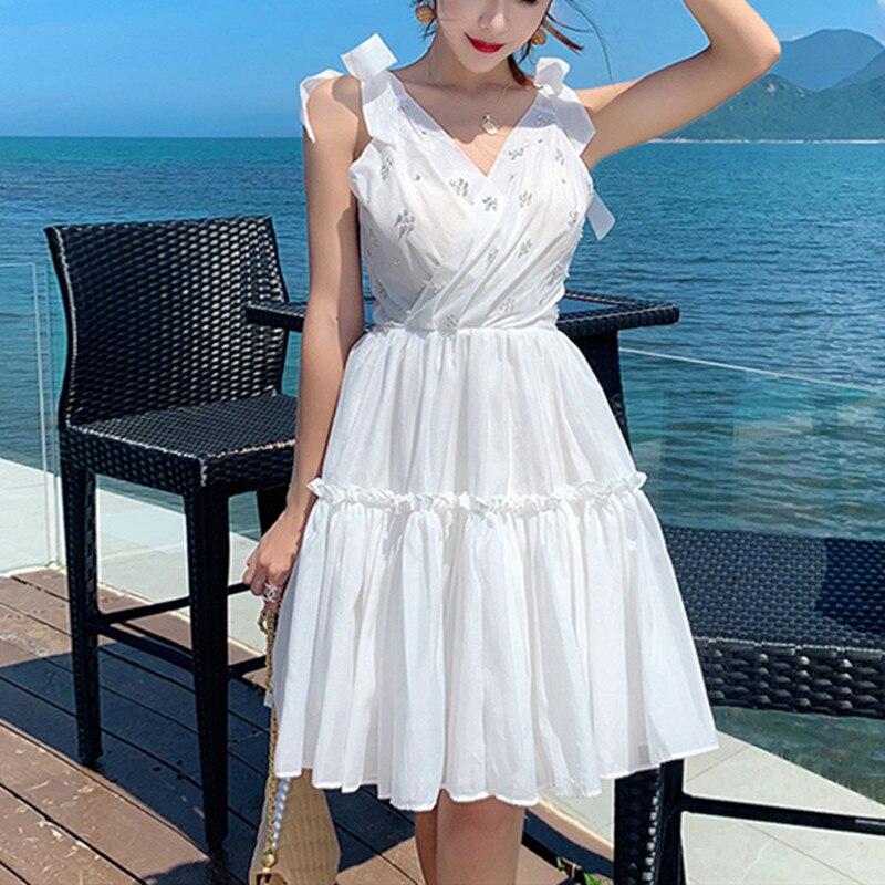 Femmes robe blanche 2019 mignon Sexy arcs col en V perlé tunique Flare robe dos nu Spaghetti sangle Boho Chic vacances robe
