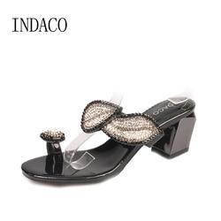 Femmes strass sandales à talons hauts été nouveau Designer Clip Toe pantoufles à talons hauts feuilles d'or chaussures en cristal grande taille 41 42