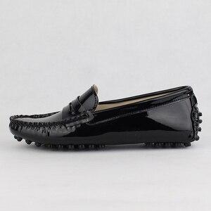 Image 2 - جديد تصميم النساء حذاء مسطح بو الجلود المرأة الشقق أحذية قيادة مريحة لينة الأخفاف أزياء عارضة أحذية من الجلد