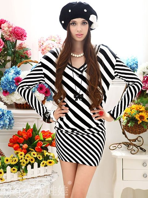 Pink large Europe v-neck loose hip baby black and white stripe long sleeve dress