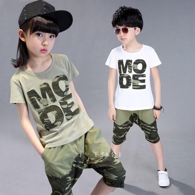 7195ca5e7 Conjuntos de ropa para niños de verano 2017 nuevas muchachas de la ropa  chicos sistemas de la ropa casual pantalones de camuflaje camiseta 2 unids  juego de ...