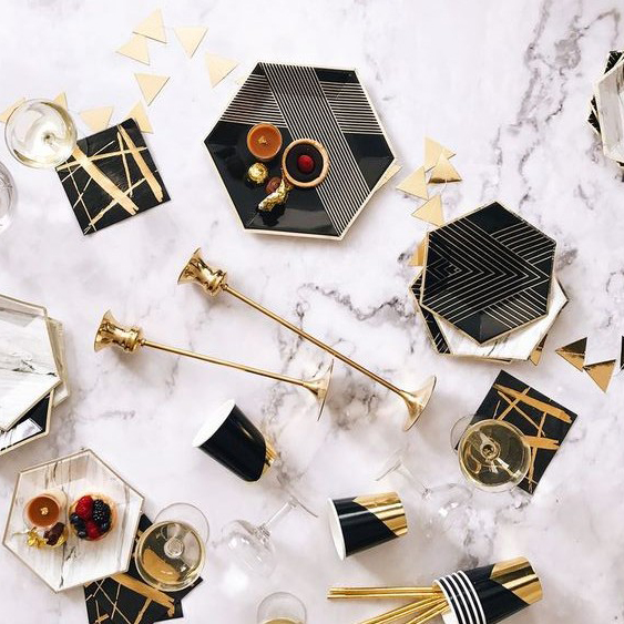 Free Shipping Black Foiled Gold Disposable Tableware Set Paper Plates Napkins Cups Straws Birthday Party Wedding Christma Decor In
