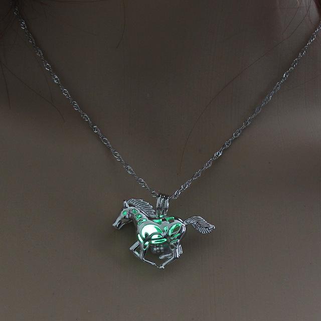 Hollow Horse Necklace – luminous