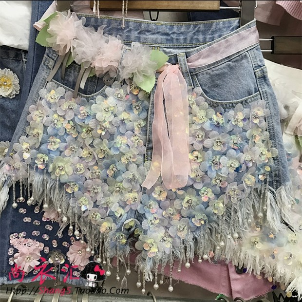 2018 New Fashion Summer Women Rhinestones Flowers Sequins Beaded Jeans  Shorts All-match Female Students 8f81959a347d